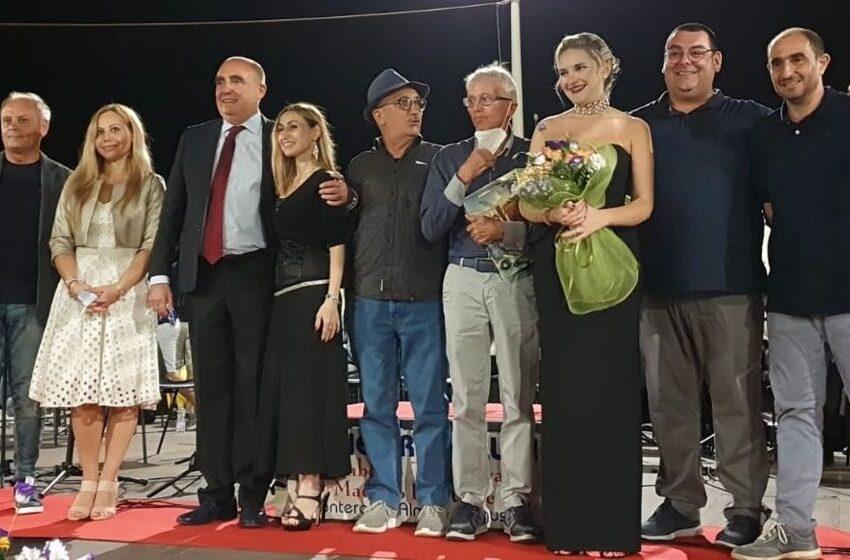 """Premio """"Cittadini Illustri Kamarinensi"""": cerimonia a piazza Faro a Punta Secca"""