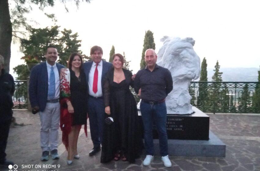 """Imaugurata l'opera """"Manifesto Principio"""" donata da Giovanni Leonardo Damigella, ora cittadino onorario di Chiaramonte Gulfi"""
