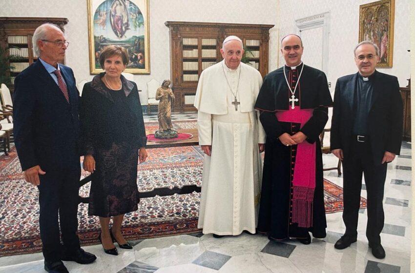L'artista comisano Giovanni Scalambrieri dona a Papa Fracesco statua in bronzo della Madonna