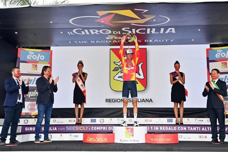 Giro di Sicilia, Vincenzo Nibali trionfa sul traguardo di Mascali